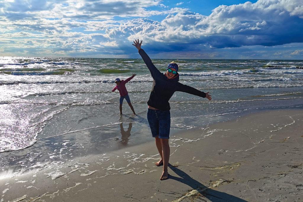 Werbetexterin Margit Wickhoff am Strand von Hiddensee